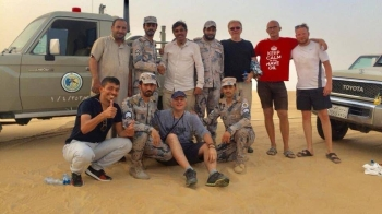 Border Guards personnel pose with the six persons rescued from the Empty Quarter. — SPA