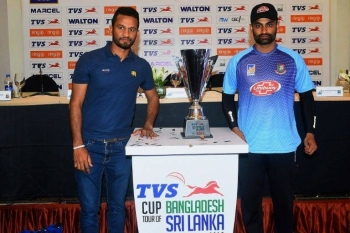 Bangladesh skipper Tamim Iqbal (R), with Sri Lanka's Dimuth Karunaratne, says in Colombo, on Monday, the team feel comfortable with the tight security provided for their visit following the Easter bombings. — AFP