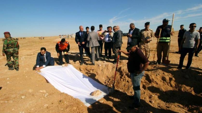 Iraqi members of the Civil Defense cover the bones from an unearthed mass grave of Kurds in west of the city of Samawa, Iraq, in this April 14, 2019 file photo. — Reuters