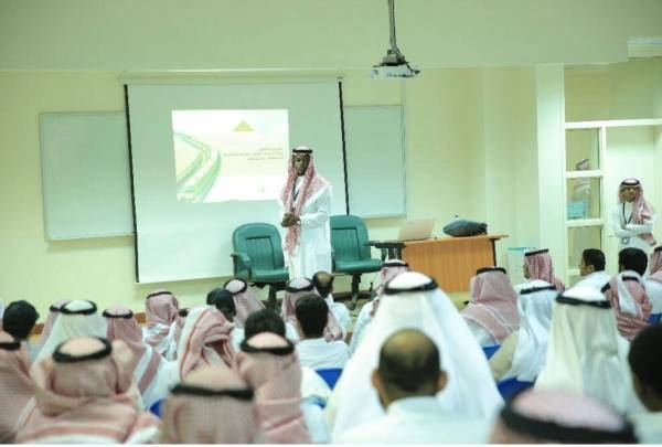 Workers get trained to manage Mashaer train crowd. — Okaz photo