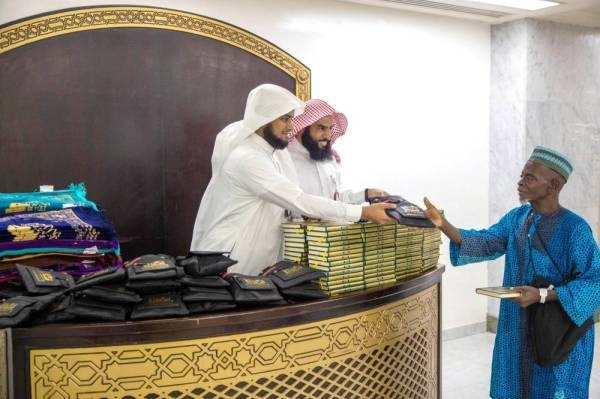 Every day about 1,000 copies of the Holy Qur'an are distributed as gifts to the pilgrims. Each pilgrim is also given a prayer rug. — Okaz photo