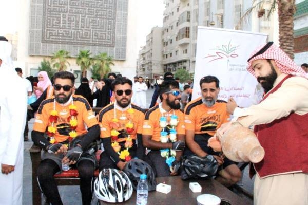 British cyclists were accorded a traditional welcome when they arrived in Madinah.