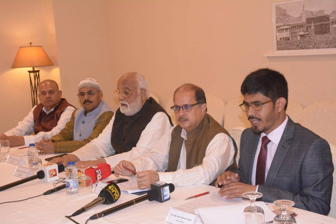 Indian Ambassador Dr. Ausaf Sayeed, Consul General Md. Noor Rahman Sheikh and members of the govt of India's Haj Goodwill Delegation led by Nawab Mohamed Abdul Ali, prince of Arcot and Syed Ghayorul Hasan Rizvi, chairman, NCM as deputy leader, and Consul (Haj) Y. Sabir during the press conference in Makkah. — Courtesy photo
