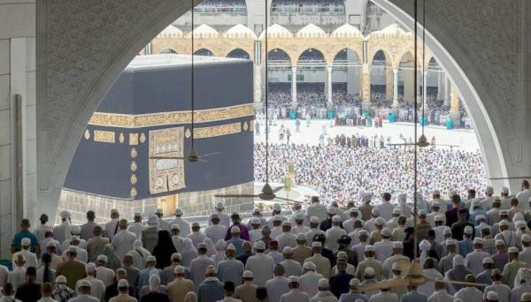 Authorities operated more than 600 fans to keep the Grand Mosque cool for the convenience of the worshipers. — Okaz photos