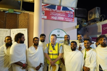 Consul General Seif Usher meets with British Hajis.
