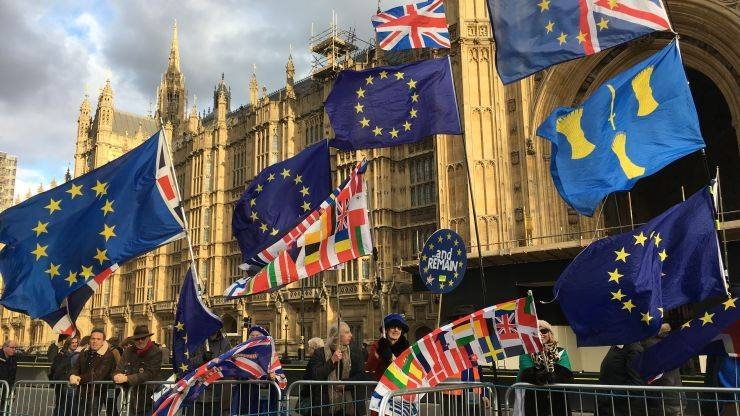 Pro-EU supporters outside the British Parliament buildings in London.  –Courtesy photo