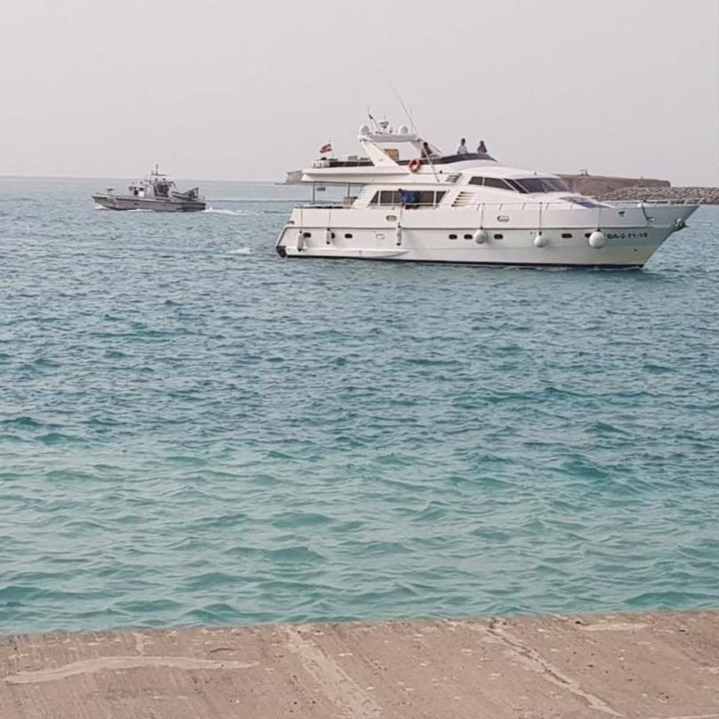 Border Guards rescue two foreigners on yacht