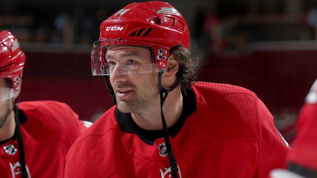 Hurricanes' Justin Williams 'unsure' about hockey future, steps away