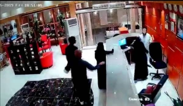 The video of the brawl in the Jazan hotel has gone viral. — Okaz photo