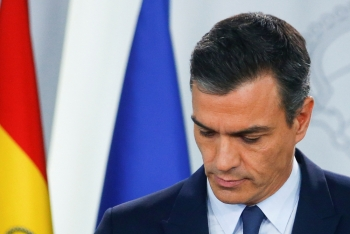 Spain's acting Prime Minister Pedro Sanchez holds a news conference at the Moncloa Palace after a meeting with King Felipe in Madrid, Spain, on Tuesday. — Reuters