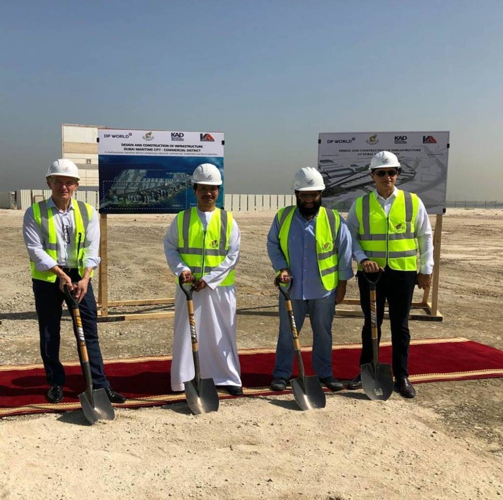 Sultan Ahmed Bin Sulayem, DP World Group Chairman and CEO, along with senior officials from Dubai Maritime City during the groundbreaking ceremony