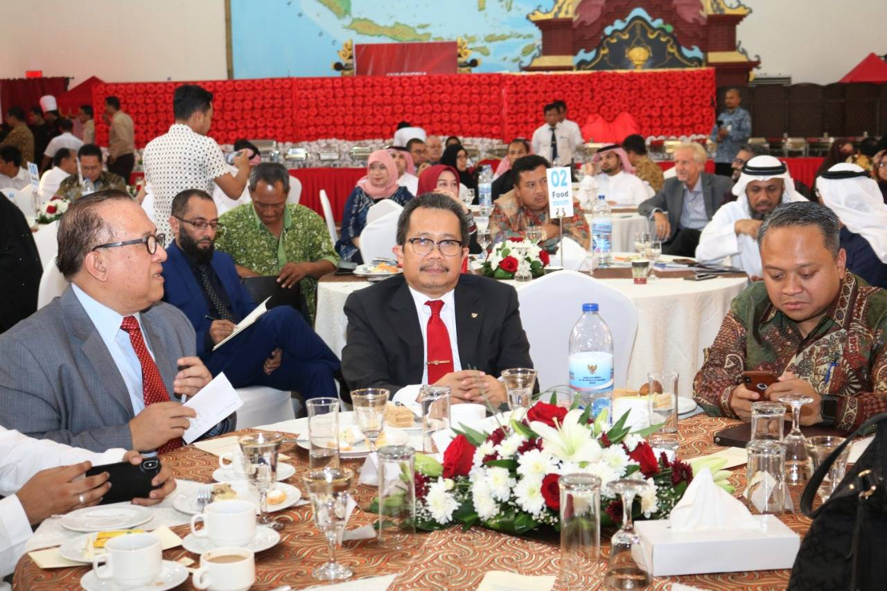Consul General Mohamad Hery Saripudin and Rizal Purnama, director for Middle-East Affairs at Indonesia's Ministry of Foreign Affairs with dignitaries at the Halal Investment Forum 2019 in Jeddah on Wednesday.Indonesia 5