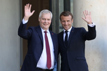French President Emmanuel Macron (R) welcomes Finnish Prime Minister Antti Rinne upon his arrival at the Elysee presidential palace on Wednesday, in Paris. — AFP