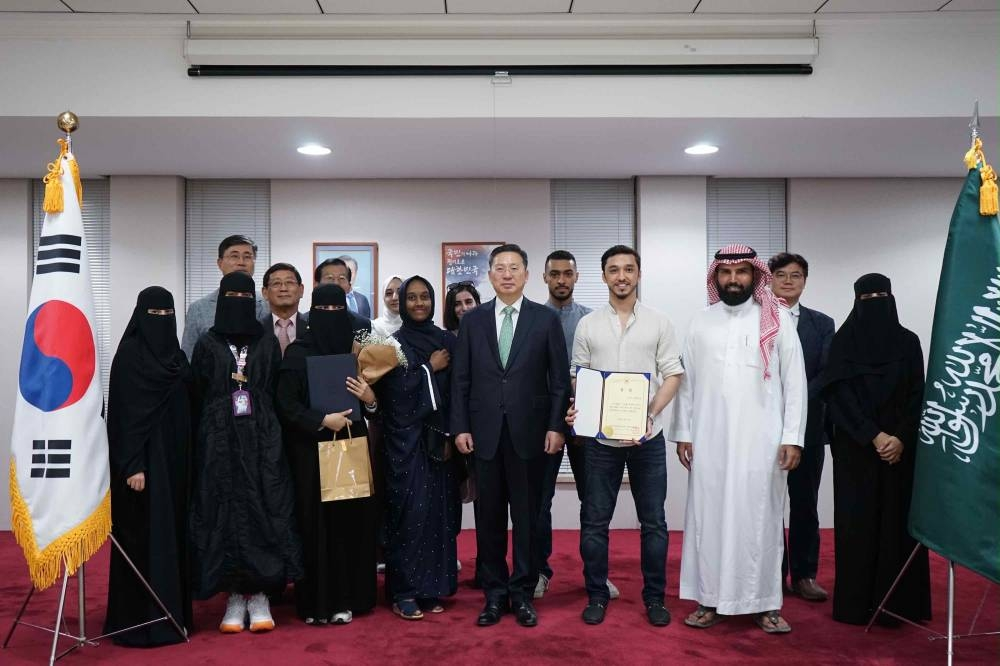 Korean Ambassador Jo Byung-wook with participants of the Korean speech contest in Riyadh, recently. — Photos by Samar Yahya