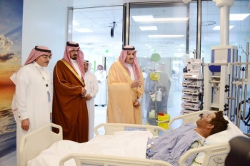Madinah Emir Prince Faisal Bin Salman and Deputy Emir Prince Saud Bin Khaled Al-Faisal visit the injured at King Fahd Hospital in Madinah following the deadly bus crash on Thursday. – Okaz/Saudi Gazette photo