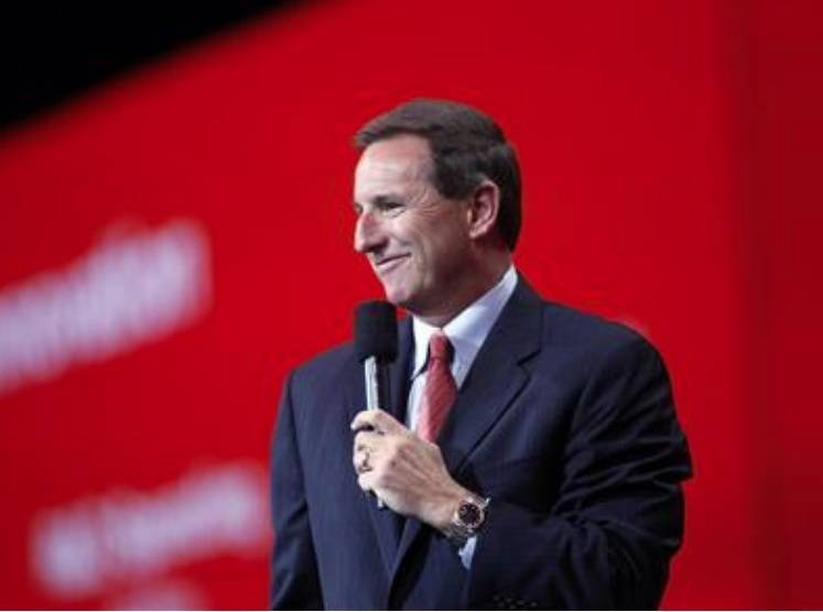 Mark Hurd, co-president of Oracle, addresses the audience at the annual Oracle OpenWorld conference held at the Moscone Center in San Francisco, Sept. 20, 2010. — Reuter