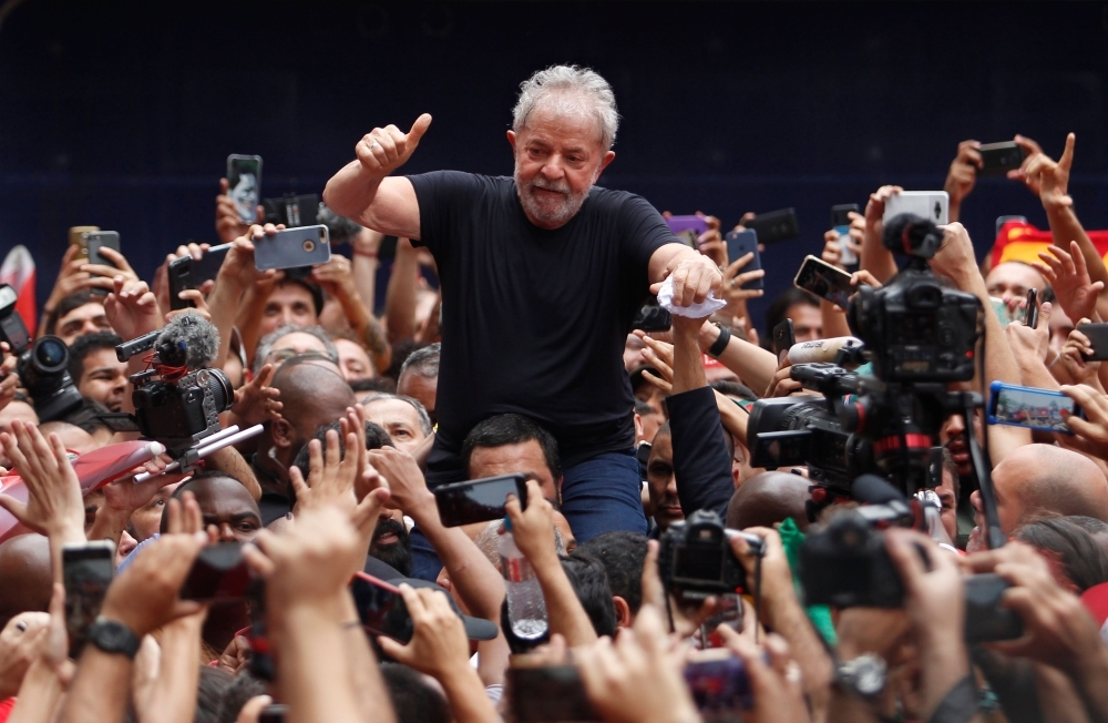 Brazilian former president (2003-2011) Luiz Inacio Lula da Silva gives his thumb up at supporters as he is taken on shoulders through the crowd during a gathering outside the metalworkers' union building in Sao Bernardo do Campo, in metropolitan Sao Paulo, Brazil, on November 9, 2019. -AFP