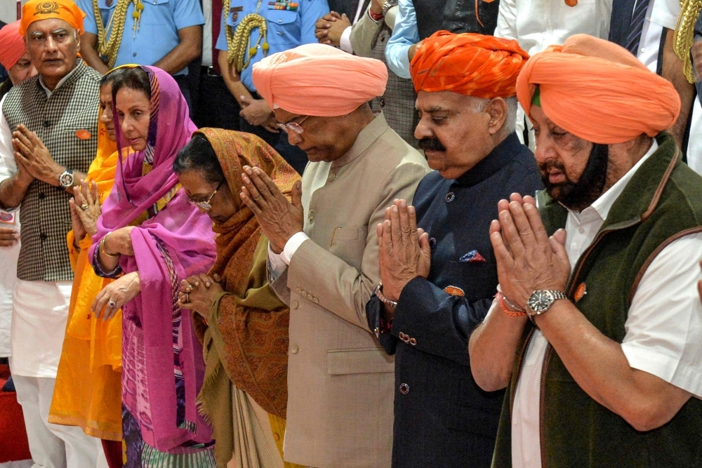 India's President Ram Nath Kovind, center, pays obeisance at Gurudwara Ber Sahib in Sultanpur Lodhi in north Indian state of Punjab on Tuesday. — AFP