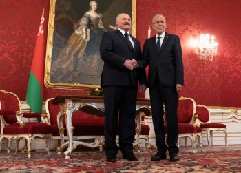 Austria's President Alexander Van der Bellen (R) shakes hands with President of Belarus Alexander Lukashenko before a meeting at Hofburg palace in Vienna, Austria on Tuesday. -AFP