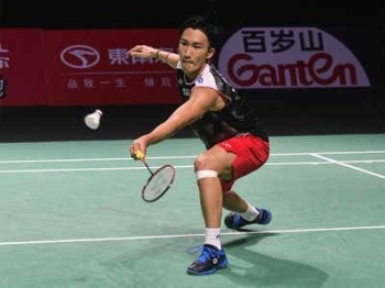 World number one Kento Momota unexpectedly withdrew from badminton's Hong Kong Open Tuesday – without playing a match – leaving Indian challenger Kidambi Srikanth to advance to the second round. — AFP