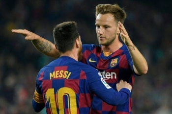 Barcelona midfielder Ivan Rakitic (R) has withdrawn from the Croatia squad due to an Achilles injury. — AFP