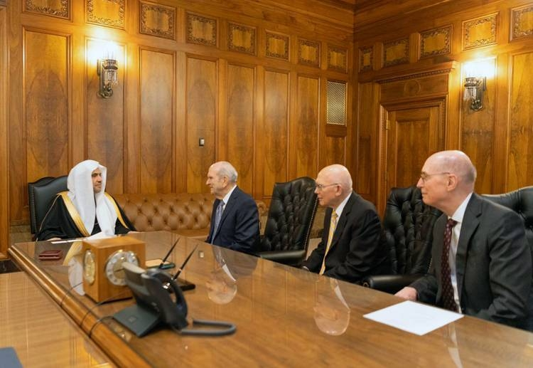 Secretary General of the Muslim World League (MWL) Sheikh Dr. Mohammed Bin Abdulkarim Al-Issa meets with Mormon leaders at their Utah headquarters.
