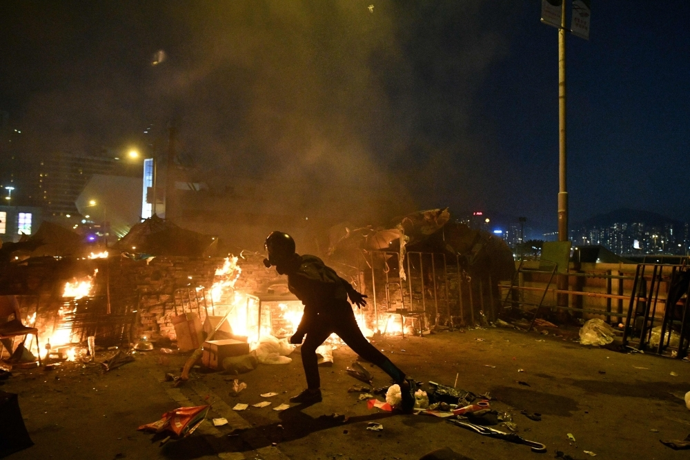 HK protesters fight with flames and arrows