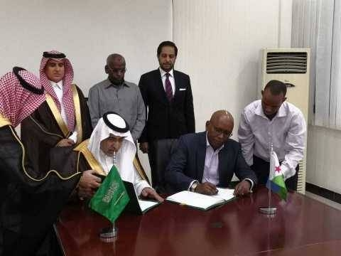 Vice Chairman of the Saudi Fund for Development Dr. Khalid Bin Sulaiman Al Khudairy (left) and the Djibouti Minister of Economy and Finance Elias Moussa Doula sign a new grant agreement in the presence of Prime Minister of Djibouti Mr. Abdoulkader Kamil Mohamed (center back row). — Courtesy photo