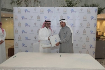 Chairman of Manga Bader Alasaker and Secretary-General of Darah Dr. Fahad Alsemary during the signing of the agreement.