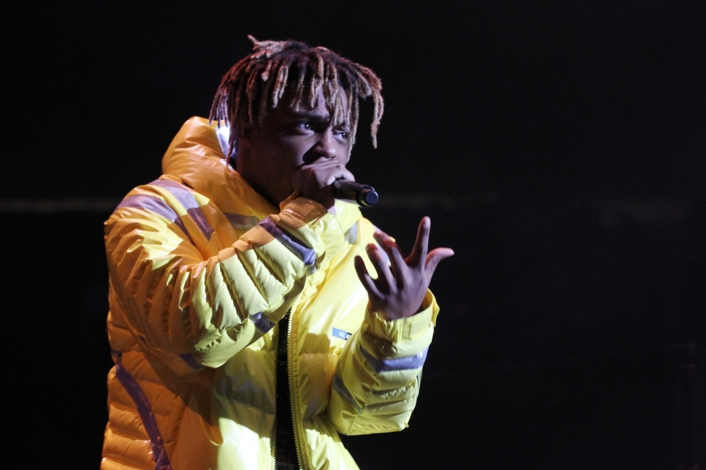 (FILES) In this file photo taken on October 28, 2018 Rapper Juice Wrld performs at Power 105.1's Powerhouse 2018 at Prudential Center in Newark, New Jersey.    Chicago-born rapper Juice WRLD, one of a wave of young artists who made a name on streaming platforms before breaking out in the mainstream, died on Sunday at the age of 21, US media reported. / AFP / GETTY IMAGES NORTH AMERICA / Bennett Raglin