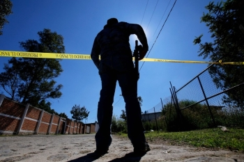 A staff member of the Specialized Prosecutor's Office for Missing Persons works at El Mirador neighborhood, in Tlajomulco de Zuniga, state of Jalisco, Mexico, on November 22, 2019.  Mexico's Prosecutor's Office said on Saturday, after 23 days of work, that the remains of at least 50 people were found in a clandestine common grave in Tlajomulco de Zuniga. -AFP