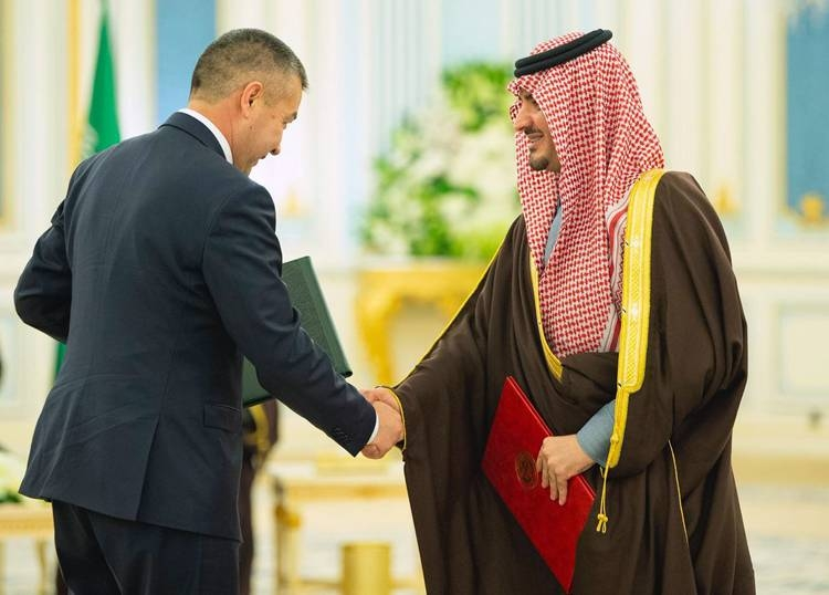 Custodian of the Two Holy Mosques King Salman and Kyrgyz President Sooronbay Jeenbekov oversee the signing of 6 agreements and MoUs.