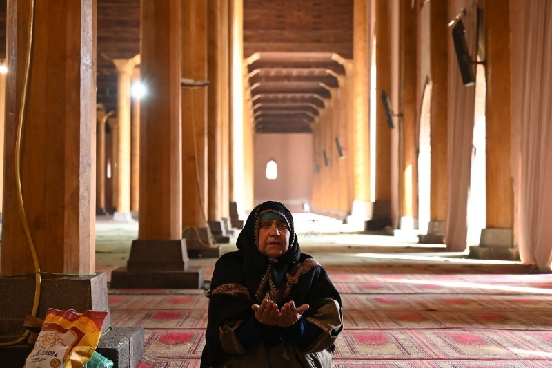 A woman prays in the main mosque in Srinagar on Wednesday, for the first time in nearly 5 months after Jammu and Kashmir was stripped of its special status and split into two federal territories. — AFP