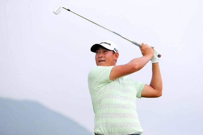China's Yuan soars into lead at Gold Coast, Scott lurks