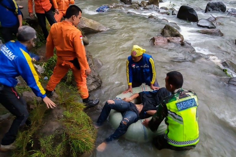 Rescue personnel retrieve a victim after a bus careered into a 150-meter deep ravine and ended up in a river killing dozens, near Perahu Dipo village in Pagar Alam, South Sumatra, Indonesia, in this Dec. 24, 2019 file photo. — AFP