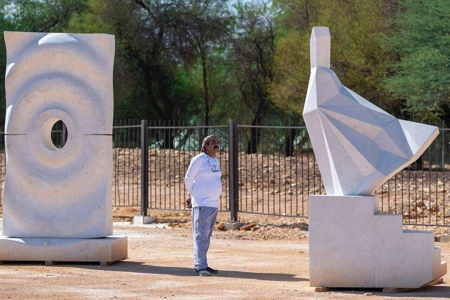 Culture Ministry launches 2nd Tuwaiq International Sculpture Symposium