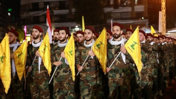 Lebanon's Hezbollah fighters parade to mark the Al-Quds (Jerusalem) International Day in a southern suburb of the capital Beirut in this May 31, 2019 file photo.