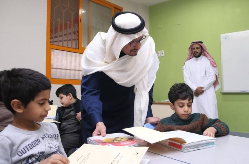 Minister of Education Dr.Hamad Alshaikh inspecting schools during the first day of the second semester in Riyadh.