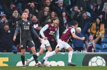 Ashley Westwood fired home a late winner to end Burnley run of four successive league defeats and move them five points clear of the bottom three and boost their bid for Premier League survival with a 2-1 win over Leicester City on Sunday..