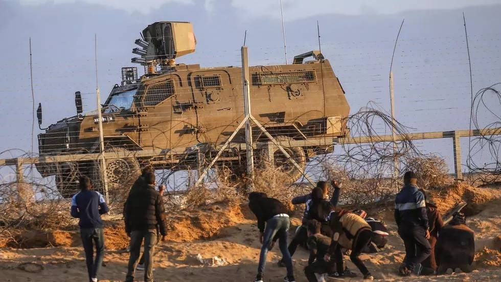 Israeli public radio said the raiders penetrated 400 metres (yards) into Israel from central Gaza