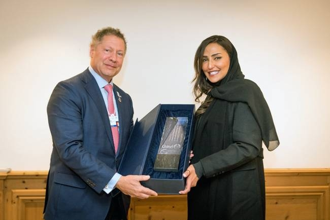 Princess Lamia Bint Majed Saud Al Saud receiving an award from Dr. Seth Berkley, CEO of Gavi. — Courtesy photo