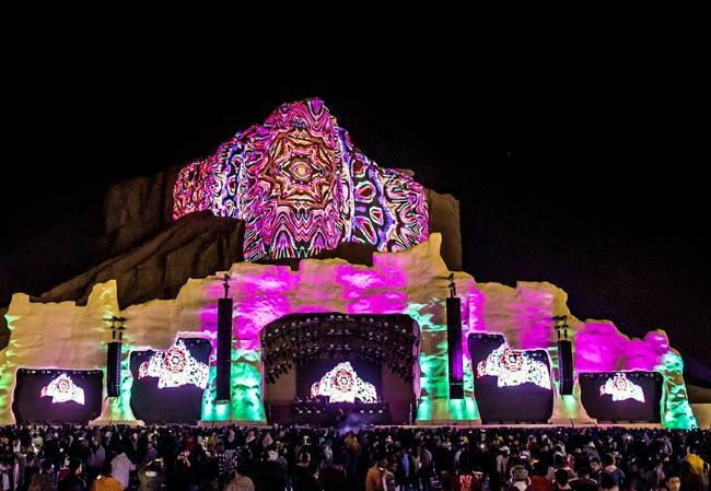 QIC used its spectacular digital projection mapping, using the iconic Tuwaiq mountainside as its backdrop.