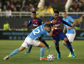 Barcelona defender Junior Firpo (right) tussles with Ibiza defender Kike Lopez during the  Copa del Rey match on Wednesday. — AFP