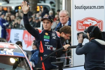 Belgium's Thierry Neuville waves at the departure line for the start of the 88th Rally of Monte Carlo. — AFP
