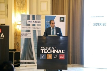 Sam-Robinson, MD, Hydro Building Systems Middle East speaking at a conference where industry leaders from the building and construction sector.
