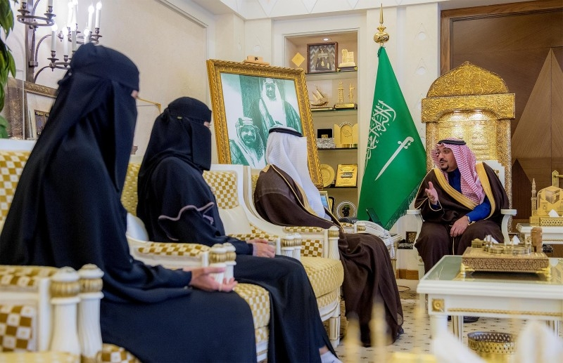 Qassim emir honors nurse and a citizen