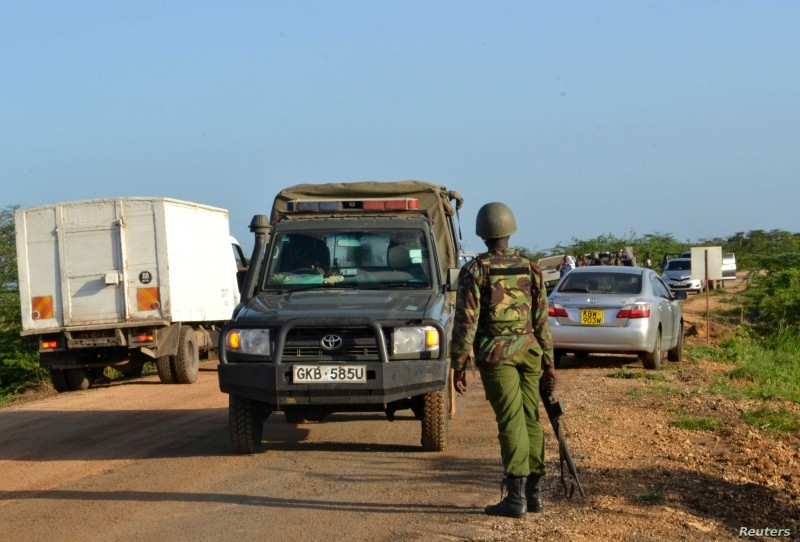 A Kenyan police officer observes motor vehicle traffic near the scene where armed assailants killed three people and injured two others in Nyongoro area of Lamu County, Kenya, in this Jan. 2, 2020 file picture. — Courtesy photo