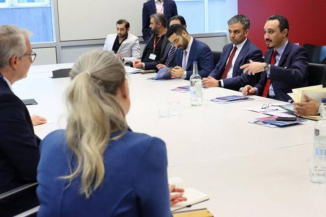 Saudi ambassador to the United Kingdom Prince Khalid Bin Bandar discussing with Imperial College London officials ways to cooperate with Saudi universities.