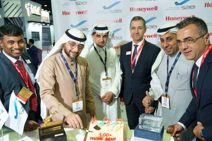 Senior representatives from Honeywell and Saudia Aerospace Engineering Industries (SAEI) celebrate the completion of more than 100 auxiliary power unit (APU) repairs at the SAEI Jet Propulsion Center in Jeddah, Saudi Arabia, a Honeywell certified service center.