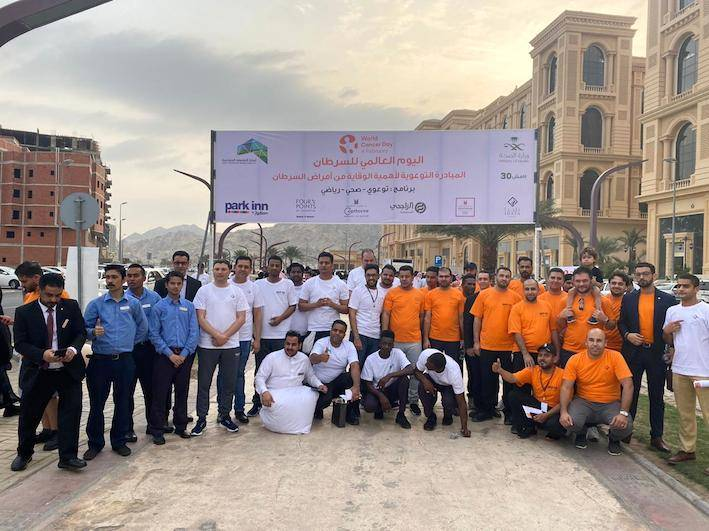 """Members of the Shaza Makkah who participated in the event on World Cancer Day to raise awareness of the disease. The evnt was held under the slogan of """"I am, and I will."""""""